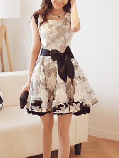 White Black Above Knee Plus Size Fit & Flare Floral Dress ...